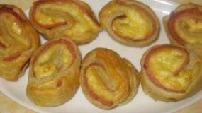 Φτιάξτε πανεύκολα Στριφογυριστά με τυρί και μπέικον για μπουφέ και παιδικό πάρτυ!