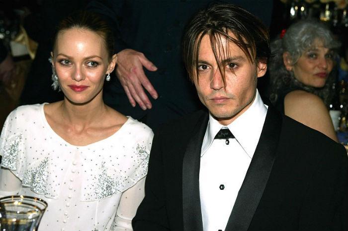 Δύσκολες ώρες για τον Τζόνι Ντεπ και την πρώην γυναίκα του. Το παιδί τους αντιμετωπίζει σοβαρά προβλήματα με την υγεία του