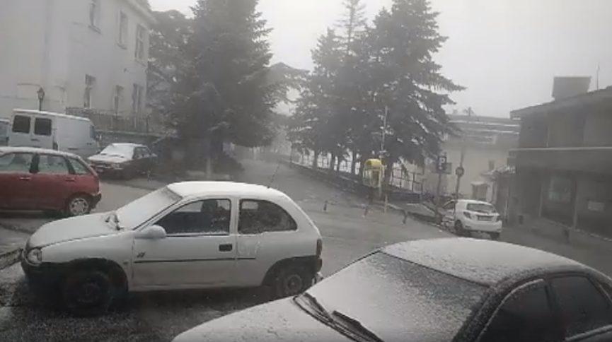 Λάρισα: Απίστευτες Εικόνες – Στην Ελασσόνα Χιόνισε. Η εικόνα που Σαρώνει το Διαδίκτυο