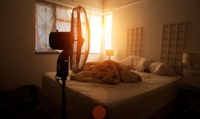 Προσοχή!Γιατί πρέπει να ΜΗΝ κοιμάστε με τον ανεμιστήρα σε διαρκή λειτουργία – Λόγοι υγείας