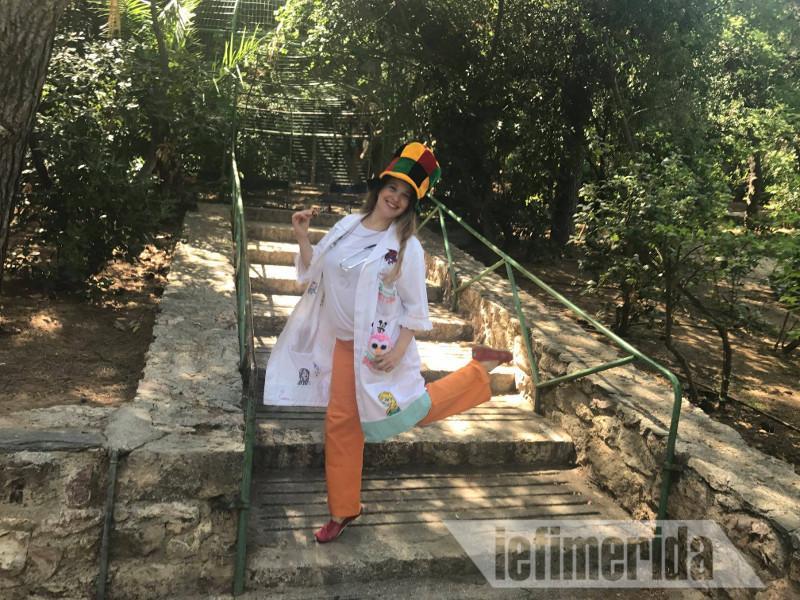 Αυτή είναι η μοναδική γιατρός κλόουν στην Ελλάδα με σκοπό να κάνει τα άρρωστα παιδιά να χαμογελούν