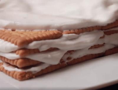 Φανταστικό γλυκάκι του λεπτού με μπισκότα - σαντιγί & καραμέλα !!