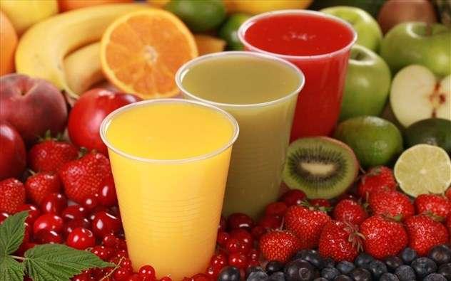 Καλοκαιρινό δροσιστικό smoothie με φρούτα και λαχανικά