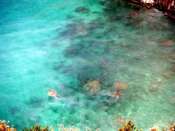 Η πανέμορφη ελληνική παραλία που τα νερά της περιέχουν θειάφι – Κολυμπώντας θεραπεύεις πόνους και αρθρίτιδες