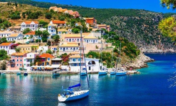 Αυτό είναι το ελληνικό Χωριό που Θυμίζει Πίνακα Ζωγραφικής!