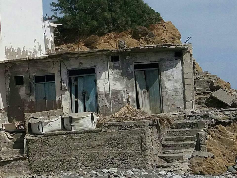 Κρήτη: Ζωγραφίζει τα ερειπωμένα σπίτια και δίνει ζωή στο χωριό [εικόνες]
