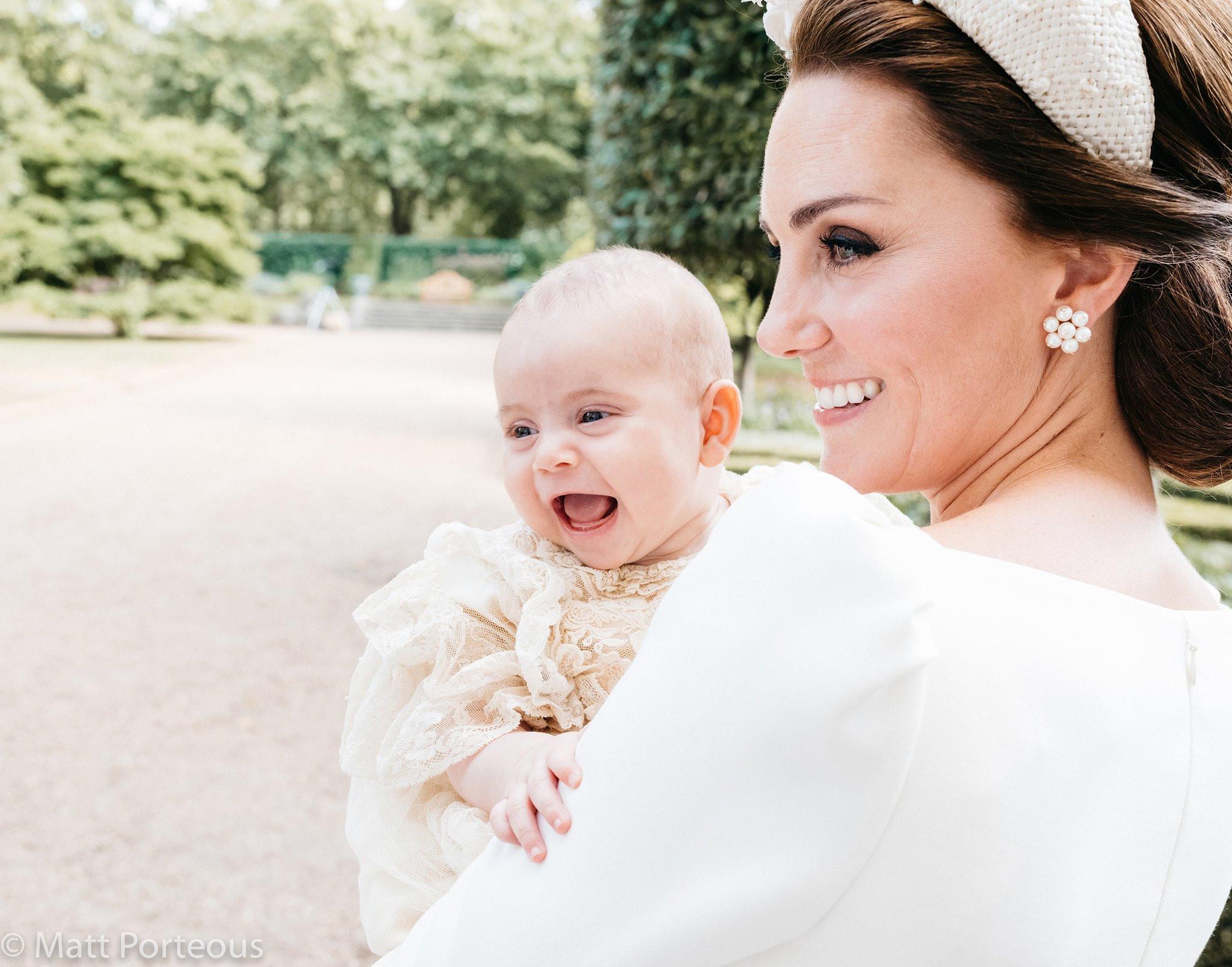 Η Κέιτ Μίντλετον ανέβασε φωτογραφίες από την βάφτιση του 12 εβδομάδων γιου της και είναι ό,τι πιο γλυκό θα δεις σήμερα