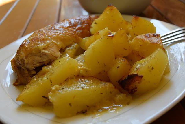Κοτόπουλο με πατάτες στον φούρνο !!Λουκούμι σκέτο!