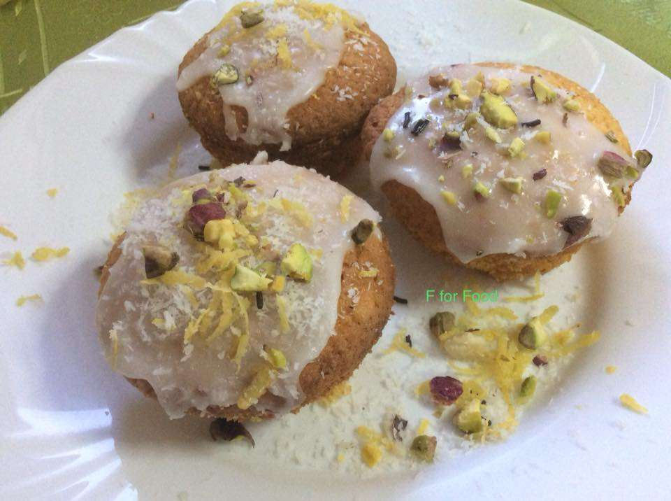 Λαχταριστά Λεμονοκεκακια με ινδικη καρυδα και γλασο λεμονιου