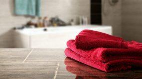 Το φανταστικό τρικ του Λεπτού: Δείτε πώς να Αποθηκεύσετε τις Πετσέτες Μπάνιου!