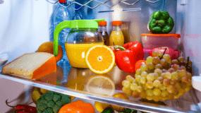 Έκοψε ένα πορτοκάλι στη μέση, έριξε αλάτι και το έβαλε στο ψυγείο: Μόλις μάθετε το λόγο θα κάνετε το ίδιο!!!