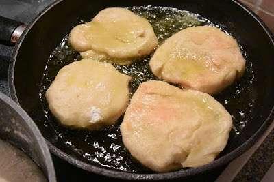 Απίθανα Τηγανόψωμα με τυρί ή με ελιές !!!!