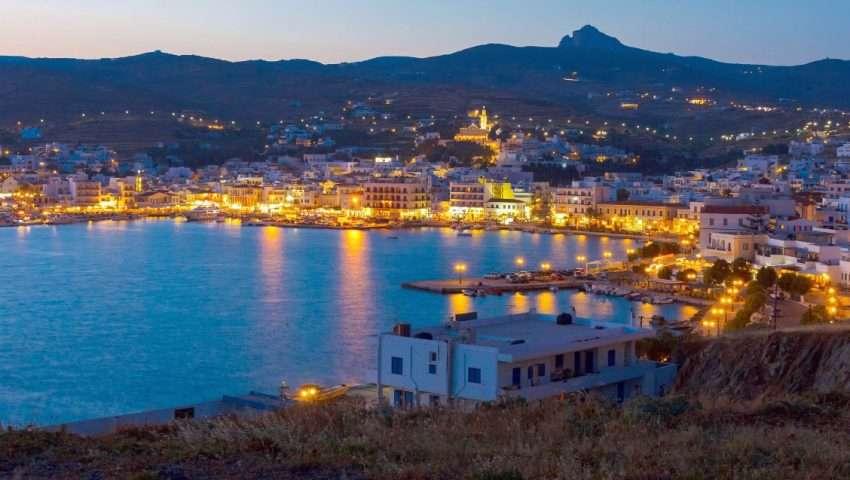 Ο ένας πάνω στον άλλον: Τα τρία ελληνικά νησιά που έχουν «βουλιάξει» από Έλληνες φέτος