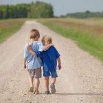 Όσοι έχουν καλούς φίλους ζουν περισσότερο, γελούν περισσότερο και στενοχωριούνται λιγότερο
