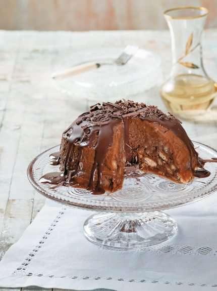 Εύκολη Παγωμένη μπόμπα από σεμιφρέντο με μπισκότα κανέλας και μέλι