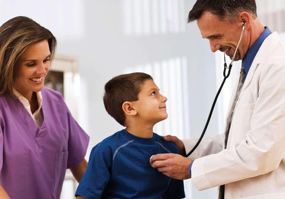 Έχω απελπιστεί! «Το παιδί μου κάθε φορά που πάμε στο γιατρό κλαίει και χτυπιέται»