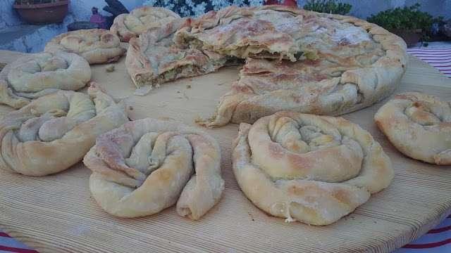 Πεντανόστιμες Πίτες χωριάτικες πολύ αφράτες !!!!