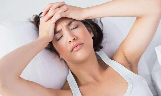 Έχετε πονοκέφαλο κάθε φορά που ξυπνάτε; Δείτε τι μπορεί να συμβαίνει...