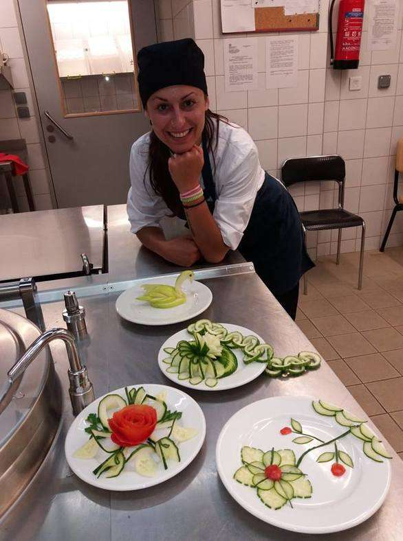 Πάτρα:  σπουδάστρια μαγειρικής με τα πιάτα της δίνει χαρά σε ασθενείς νοσοκομείου (pics)