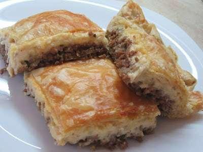 Πεντανόστιμη πίτα με κιμά & μπεσαμέλ! τέλεια ιδέα για μπουφέ !!!
