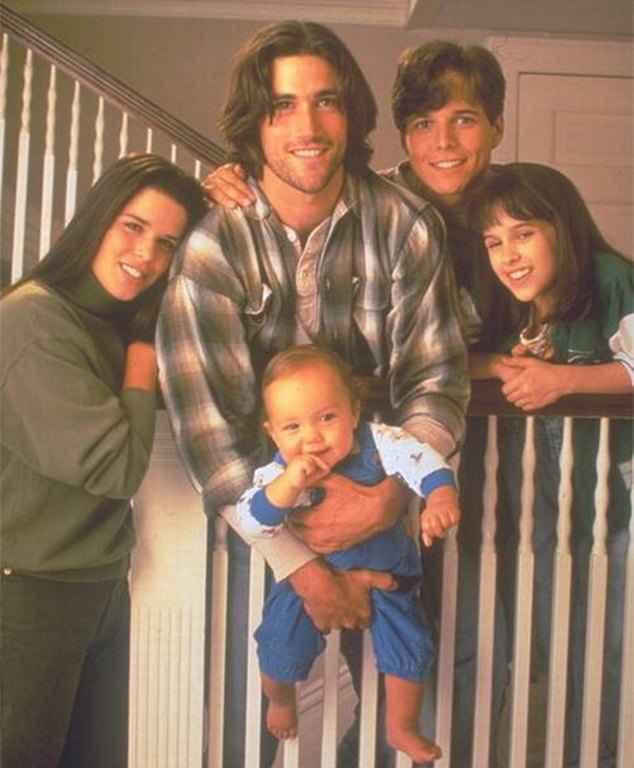 Μετά το «Λόγω Τιμής» κι Αυτή η τηλεοπτική Σειρά των 90s Επιστρέφει στην Τηλεόραση!