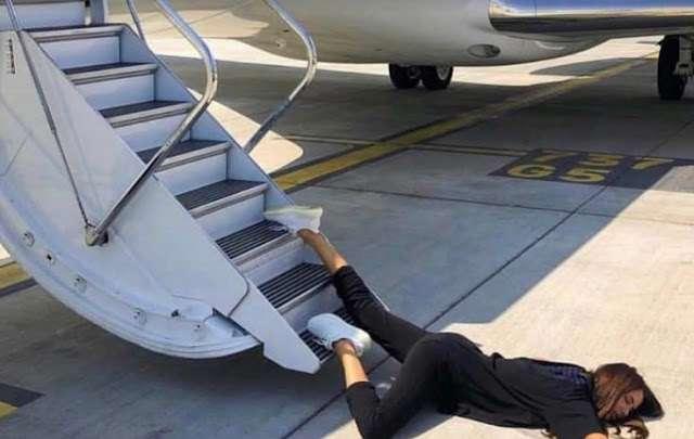 Ναταλία Γερμανού πεσμένη στα σκαλοπάτια αεροπλάνου: Τι συνέβη;
