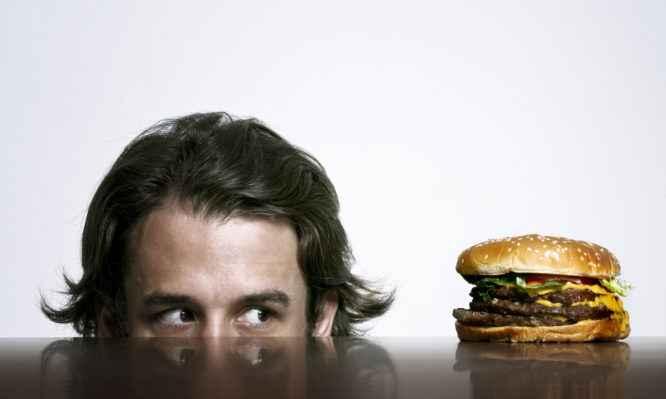 Kάποιες μέρες πεινάτε συνέχεια; Γιατί συμβαίνει αυτό;