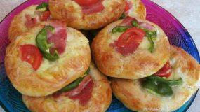 Πανεύκολες πίτες σαν πίτσες με αλλαντικά για το παιδικό πάρτι !!!!