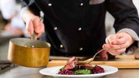 Τέσσερις σεφ αποκαλύπτουν το μυστικό συστατικό τους που κάνει τα πιάτα πεντανόστιμα