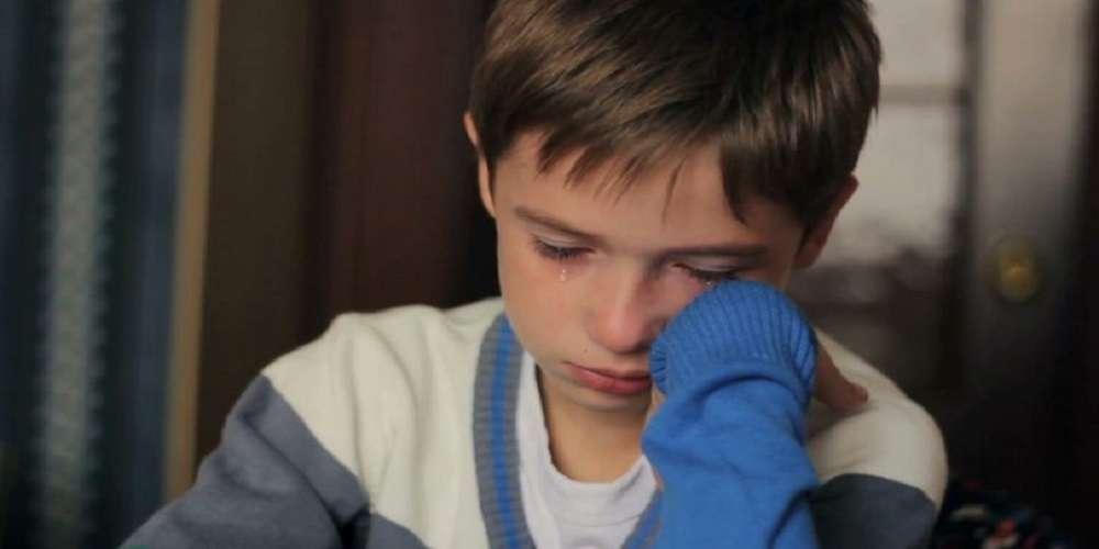 Συγκινεί η έκθεση 12χρονου για τον Γολγοθά της πολύτεκνης οικογένειάς του