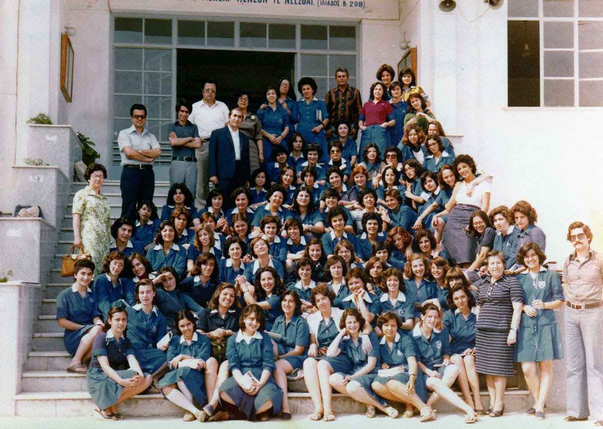 Σχολικές ποδιές. Η μάχη των τιμών και των σχεδίων έως την κατάργησή της το 1982