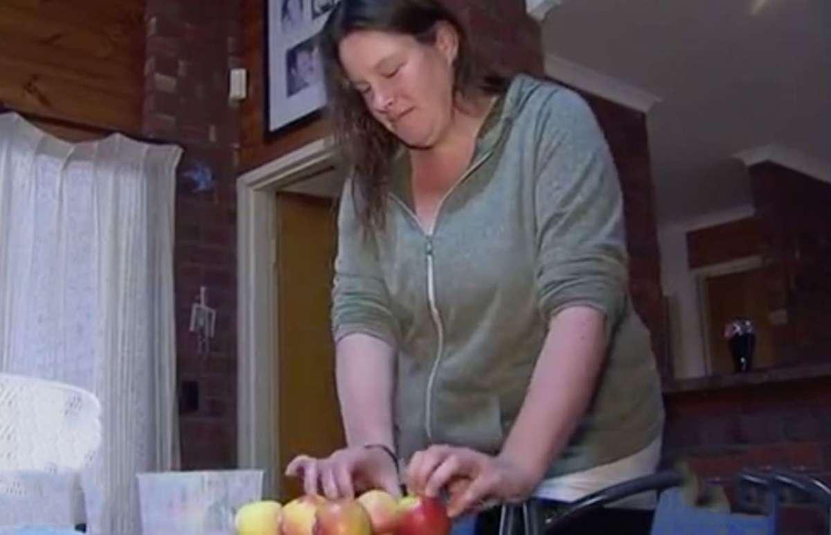 Σοκαριστικό! Μητέρα βρήκε καρφί μέσα σε μήλο λίγο πριν το φάνε τα παιδιά της!