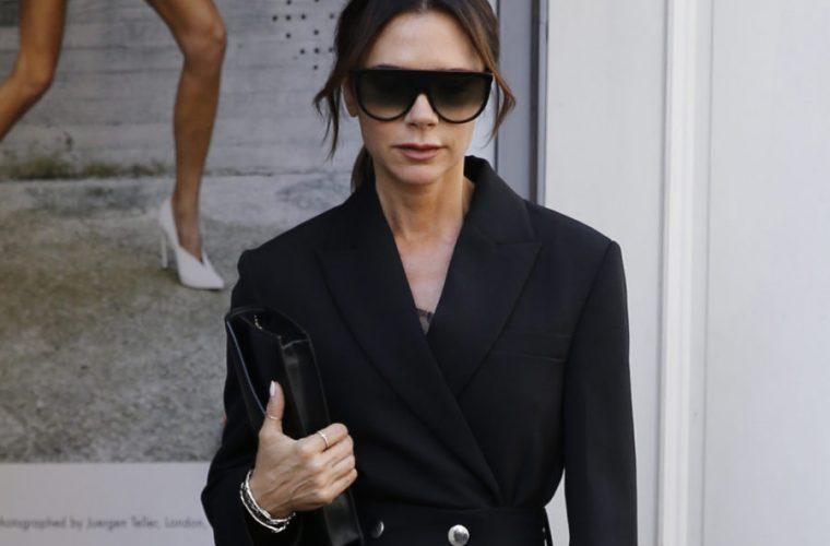 Η Victoria Beckham φοράει τη No1 τάση του φθινοπώρου! (εικόνα)