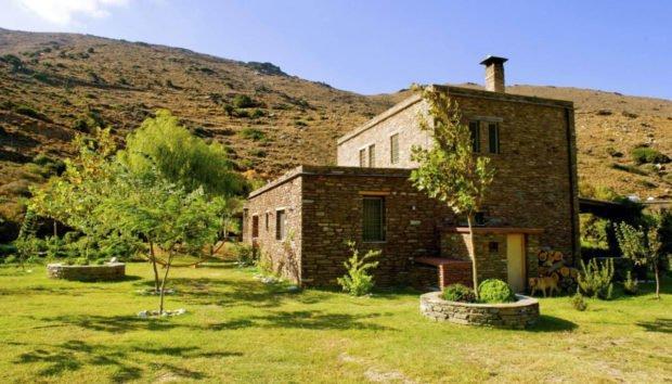 Αυτό είναι το υπέροχο σπίτι της Ελένης Μενεγάκη στα Άχλα! (εικόνες)