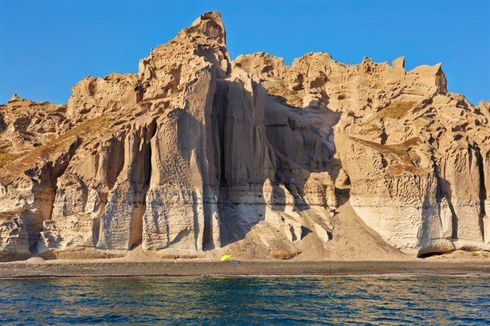 Η πιο εξωπραγματική παραλία της Ελλάδας: Θυμίζει σκηνικό του πλανήτη Άρη! (εικόνες)
