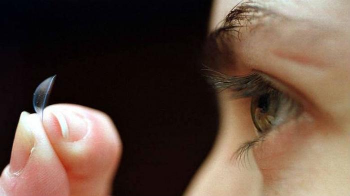 Φοράτε φακούς επαφής; Οι ειδικοί προειδοποιούν!! Σε έξαρση μόλυνση που προκαλεί τύφλωση