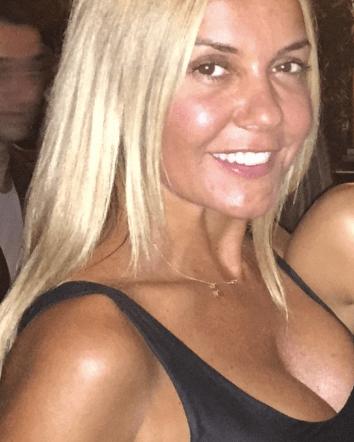 Είναι γνωστή Ελληνίδα ηθοποιός. Την αναγνωρίζετε;