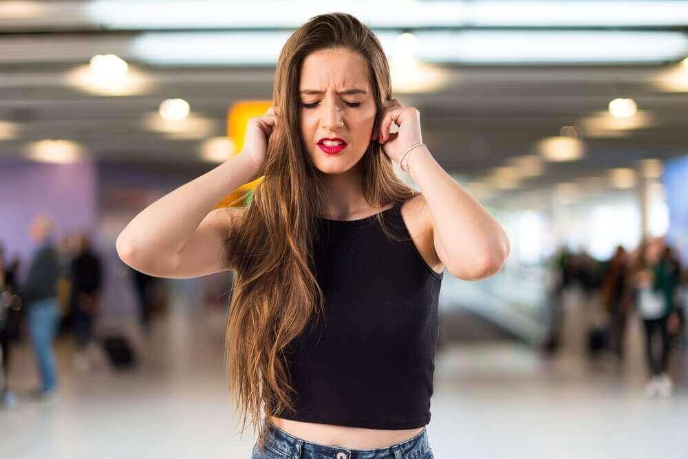 Γνωρίζετε τι σημαίνει ο ήχος κουδουνίσματος στα αυτιά;