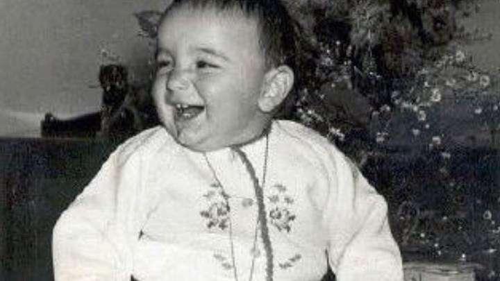 Αναγνωρίζετε το αγοράκι της φωτογραφίας; - Είναι διάσημος Έλληνας ηθοποιός στα πρώτα του γενέθλια (Photos)