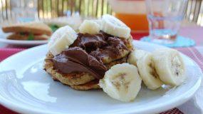 Πεντανόστιμα Pancakes μπανάνας με αλεύρι ολικής άλεσης που θα λατρέψουν τα παιδιά!