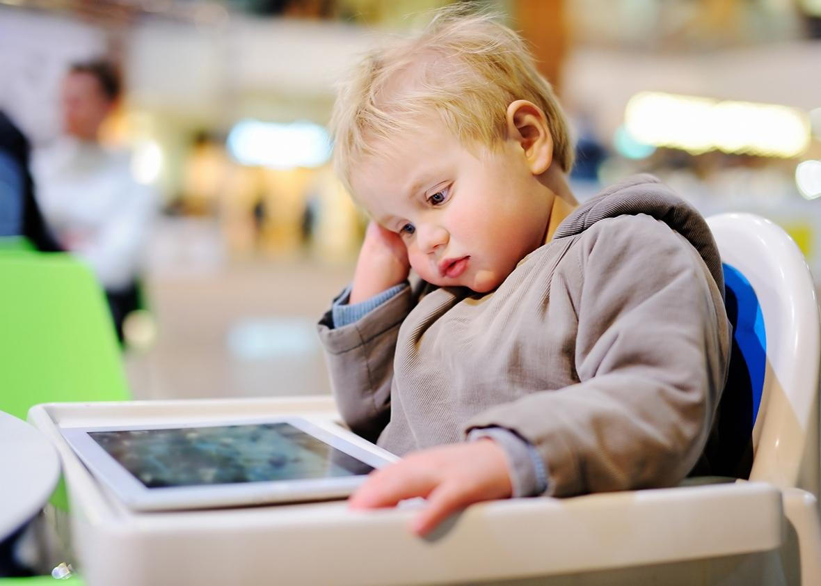 Οι επιστήμονες προειδοποιούν: Επιστήμονες: Δύο ώρες στην οθόνη «καίει» τον εγκέφαλο των παιδιών