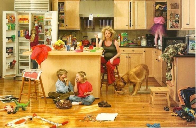 Nέα έρευνα: Το να μένεις στο σπίτι με τα παιδιά είναι δυσκολότερο από το να δουλεύεις