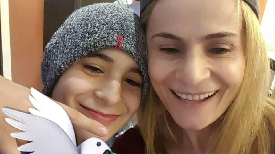 Η συγκινητική επιστολή της μητέρας από τη Ρόδο που έχασε από καρκίνο το γιο της: «Ας τιμήσουμε το δώρο της ζωής»