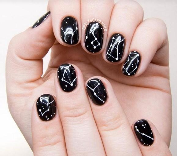 Η νέα τάση στα νύχια είναι το...astrology manicure!