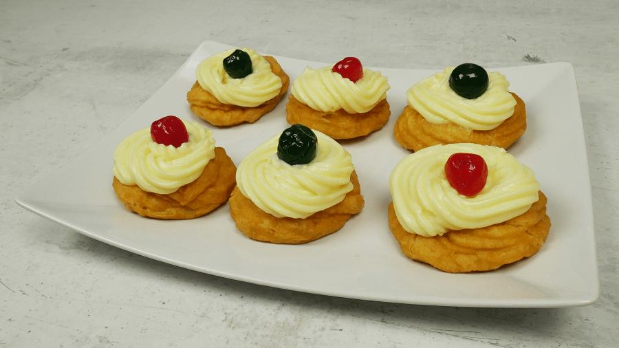 Ιταλικό γλυκό με κρέμα (Zeppole) για κέρασμα!