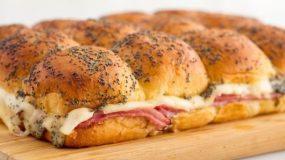 Το τέλειο σάντουιτς με ζαμπόν και τυρί στο φούρνο για το παιδικό πάρτι!