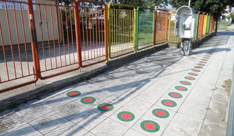Καρδίτσα: Ο έξυπνος τρόπος που βρήκε για να πηγαίνουν με ασφάλεια τα παιδιά στο σχολείο!