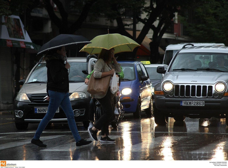 Καιρός: Η επέλαση του «Ορέστη» φέρνει χειμωνιάτικο σκηνικό- Βροχές και πτώση της θερμοκρασίας