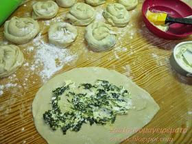 Πεντανόστιμες Πιτούλες με τυρί, πράσο και βλίτα για κολατσιό στο σχολείο!