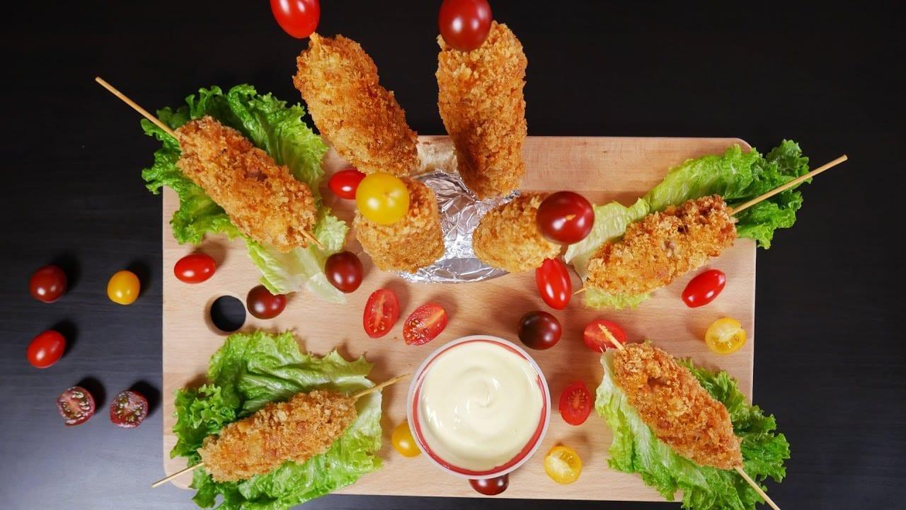 Σουβλάκια κοτόπουλο πανέ για το παιδικό πάρτι